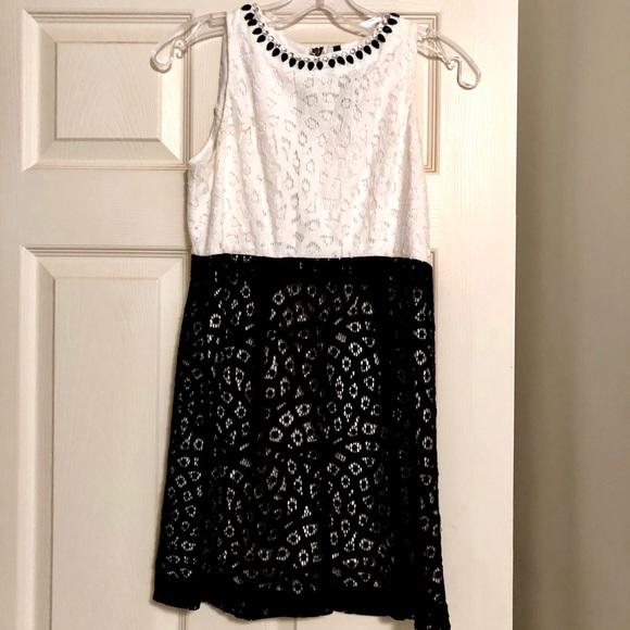 Kensie Dresses & Skirts - Black and white Kensie mini dress